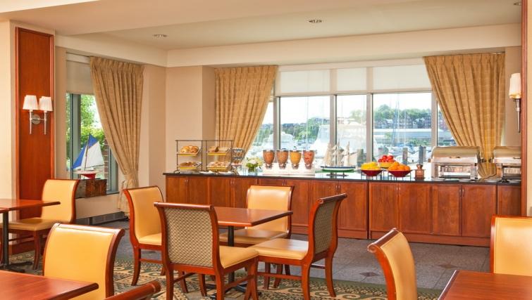 Practical dining area in Residence Inn Boston Harbor on Tudor Wharf - Citybase Apartments