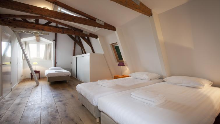 Twin beds at Marite Apartments, Amsterdam - Citybase Apartments