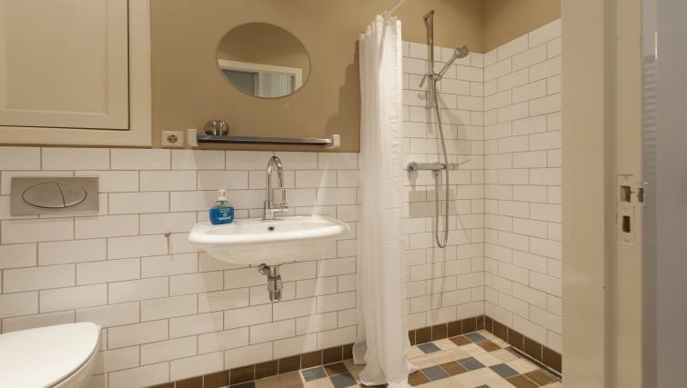 Large bathroom at Marite Apartments, Amsterdam - Citybase Apartments