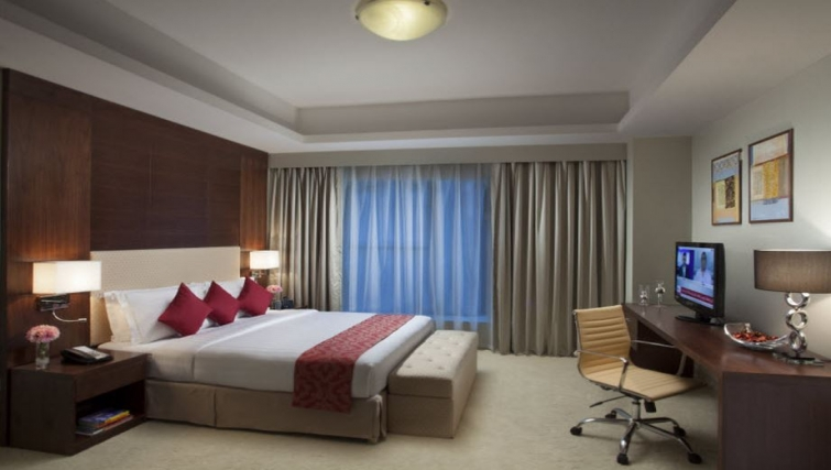Relaxing bedroom in Hyatt Residence Doha West Bay - Citybase Apartments