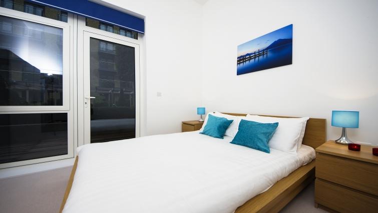 Bright bedroom in Kew Bridge Piazza Apartments - Citybase Apartments