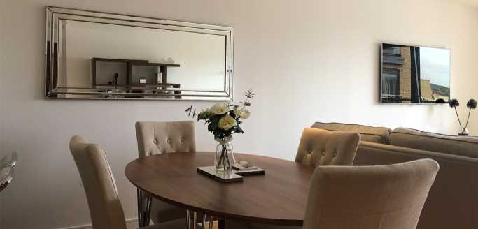 Two bedroom dining area at Kew Bridge Piazza Apartments - Citybase Apartments
