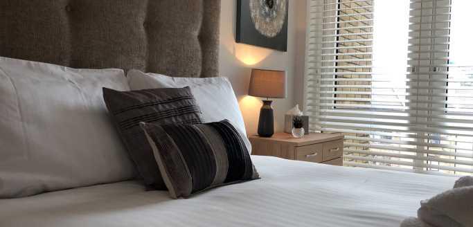 Two bedroom bed at Kew Bridge Piazza Apartments - Citybase Apartments