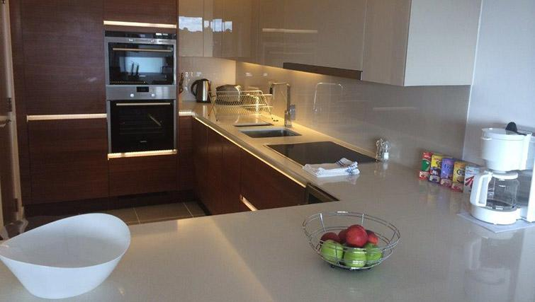 Kitchen at Kew Bridge Piazza Apartments - Citybase Apartments
