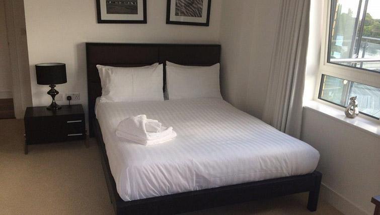 Bed at Kew Bridge Piazza Apartments - Citybase Apartments