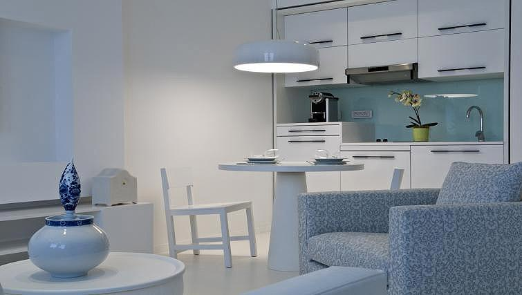 Equipped kitchen at B-aparthotel Regent - Citybase Apartments