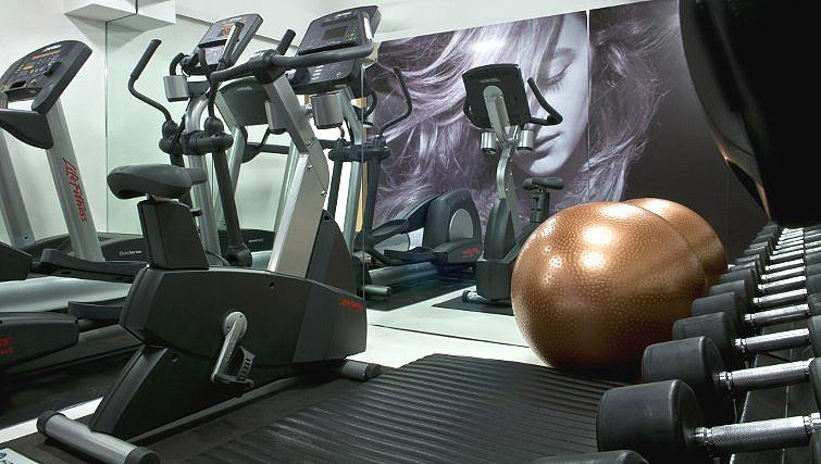 Equipped gym in B-aparthotel Regent - Citybase Apartments