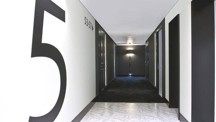 Welcoming hallway in B-aparthotel Regent - Citybase Apartments