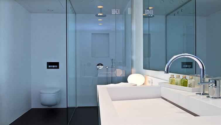 Stunning bathroom in B-aparthotel Regent - Citybase Apartments