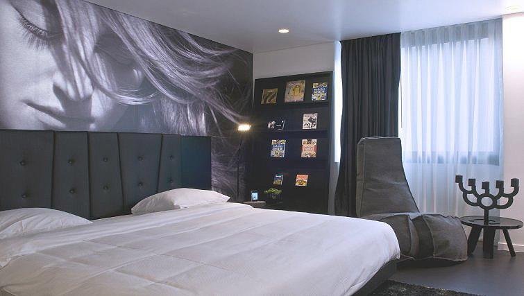 Cosy bedroom in B-aparthotel Regent - Citybase Apartments