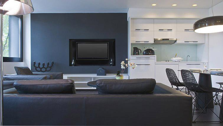 Sophisticated living area in B-aparthotel Regent - Citybase Apartments