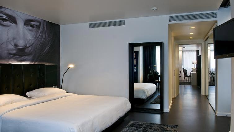 Bed at B-aparthotel Regent - Citybase Apartments