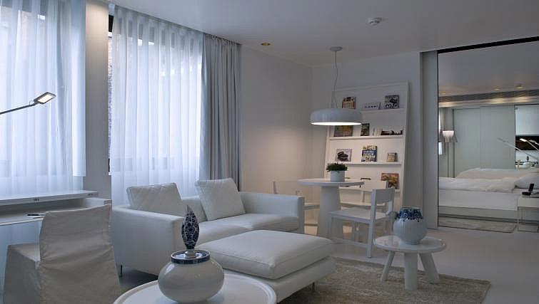 Living space at B-aparthotel Regent - Citybase Apartments
