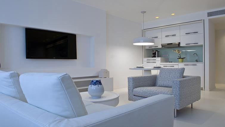 Living area at B-aparthotel Regent - Citybase Apartments