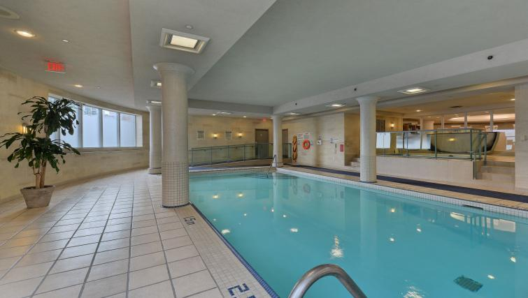 Swimming pool at Forest Vista Apartments - Citybase Apartments