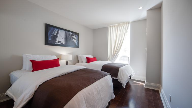 Twin beds at Meridian Apartments - Citybase Apartments