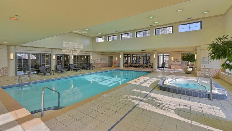 Pool at Avondale Apartments - Citybase Apartments
