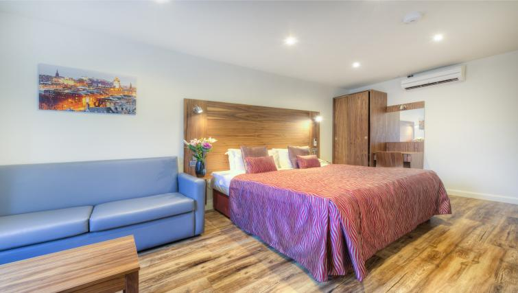 Double bed at Holyrood Aparthotel - Citybase Apartments
