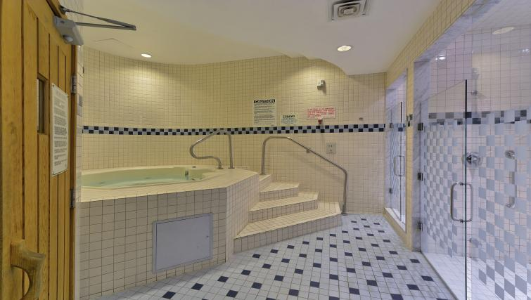 Whirlpool at Qwest Apartments - Citybase Apartments