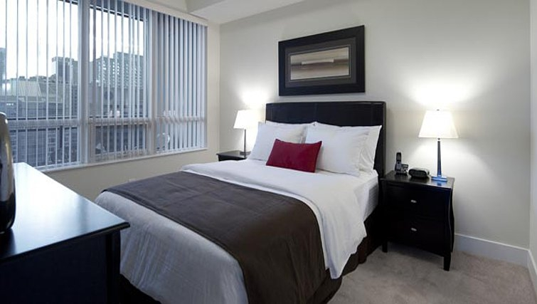 Sophisticated bedroom in James Cooper Mansion Apartments - Citybase Apartments