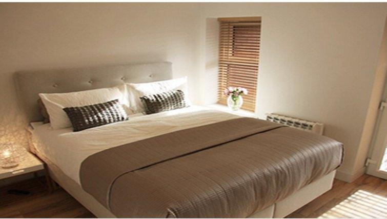 Gorgeous bedroom in Bridge Apartments - Citybase Apartments