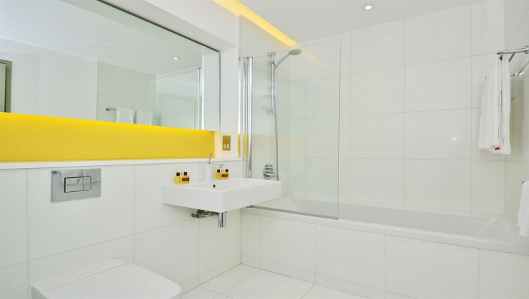 Gorgeous bathroom in So Battersea Apartments - Citybase Apartments