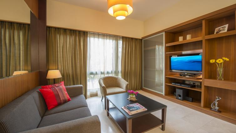 Splendid living area in Somerset Bencoolen Apartments, Singapore - Citybase Apartments