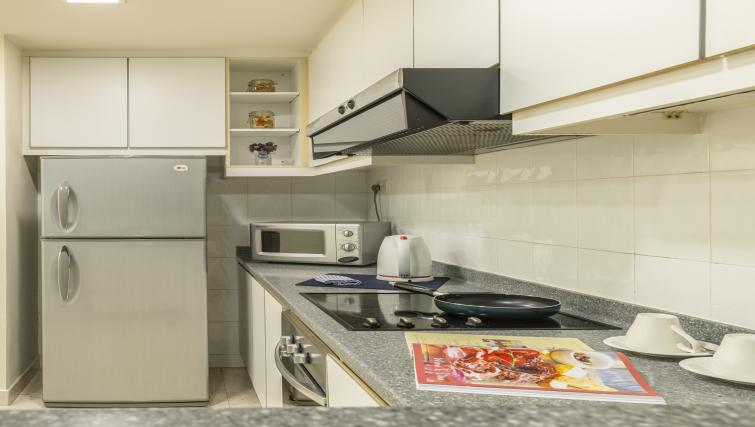 Equipped kitchen at Somerset Bencoolen Apartments, Singapore - Citybase Apartments