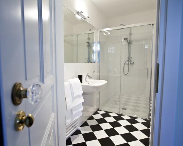 Shower at Rosa and Manka Apartments - Citybase Apartments