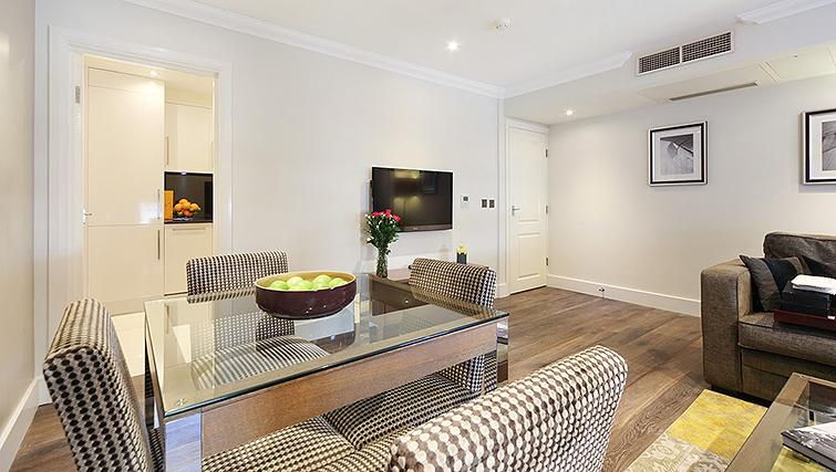 Desirable living area in Ashburn Court Apartments - Citybase Apartments