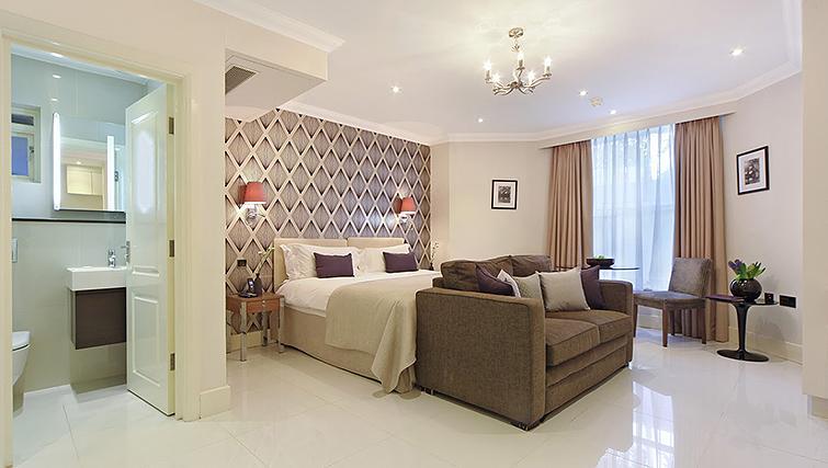 Studio bedroom at Ashburn Court Apartments - Citybase Apartments