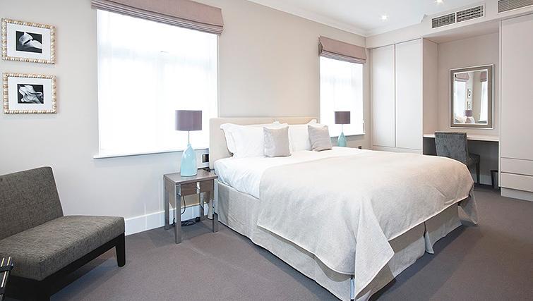 Elegant bedroom at Ashburn Court Apartments - Citybase Apartments
