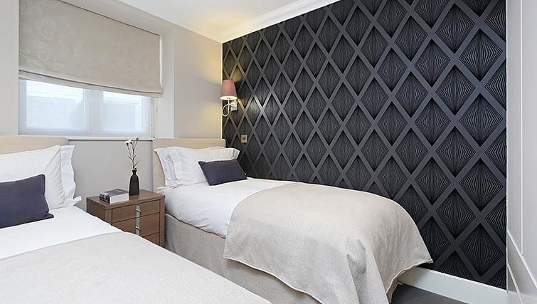 Twin beds at Ashburn Court Apartments - Citybase Apartments