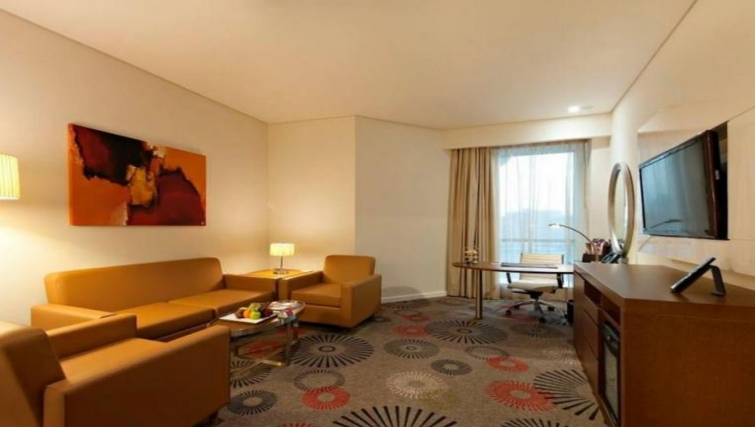 Multifunctional living area in Crowne Plaza Doha - The Business Park - Citybase Apartments