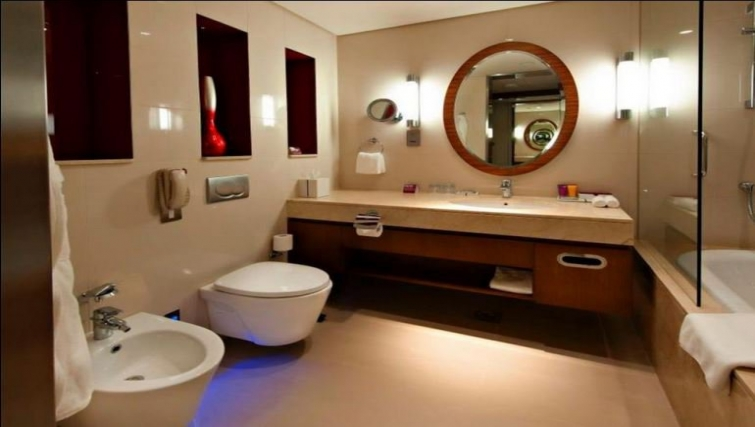 Modern bathroom in Crowne Plaza Doha - The Business Park - Citybase Apartments