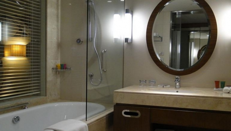Ideal bathroom in Crowne Plaza Doha - The Business Park - Citybase Apartments