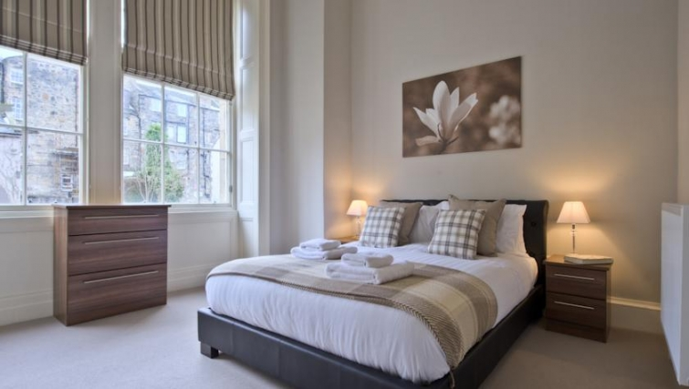 Delightful bedroom in Q Residence Apartments - Citybase Apartments