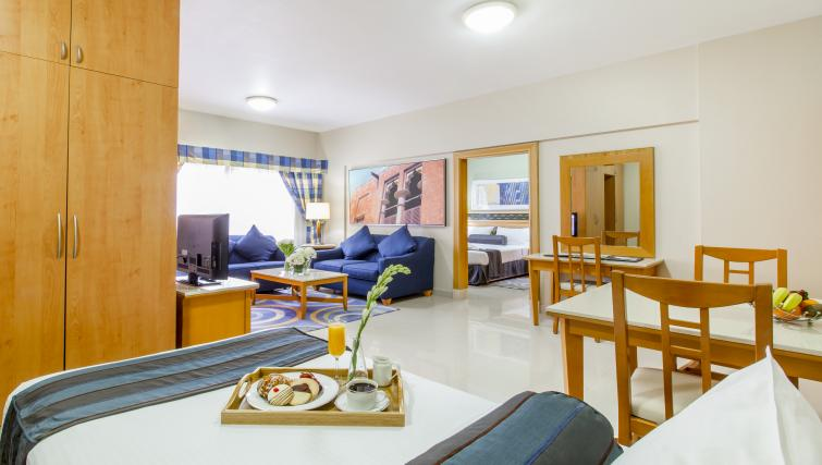 Large studio at Golden Sands Apartments - Citybase Apartments
