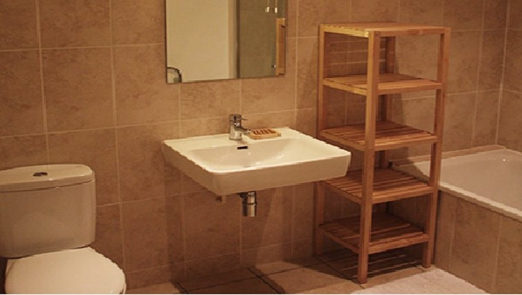 Modern bathroom in Paper Mill Apartments - Citybase Apartments