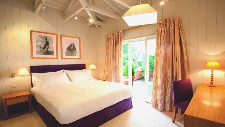 Delightful bedroom in The Kefalari Suites - Citybase Apartments