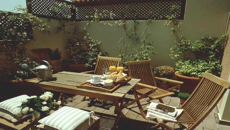 Beautiful communal gardens in The Kefalari Suites - Citybase Apartments