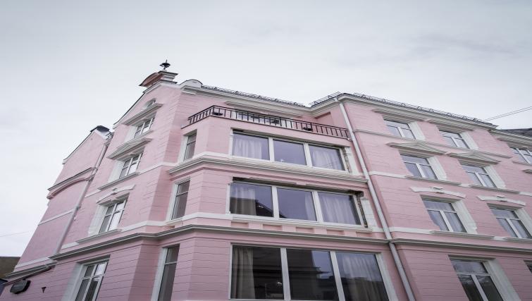 Grand exterior of Oscargate Apartments - Citybase Apartments