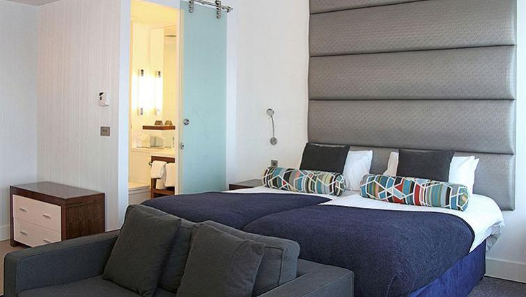 Bold bedroom in Sandman Signature Newcastle Hotel - Citybase Apartments