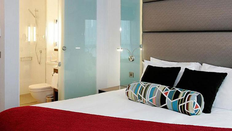 Warming bedroom in Sandman Signature Newcastle Hotel - Citybase Apartments