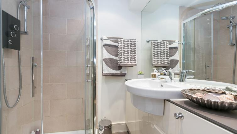 Bathroom facilities at The Armitage Hyde Park - Citybase Apartments