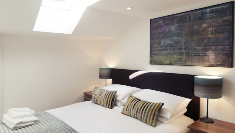 Warm bedroom at Cambridge Place Apartments - Citybase Apartments