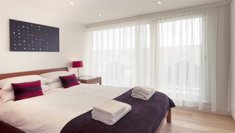 Charming bedroom at Cambridge Place Apartments - Citybase Apartments