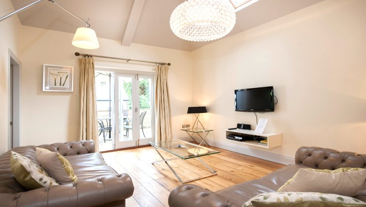 Charming living area at Lawrance Apartments - Citybase Apartments