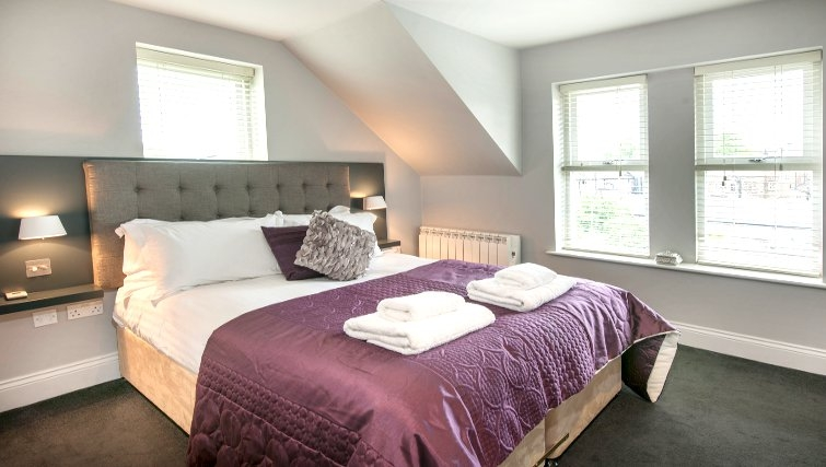 Cosy bedroom at Lawrance Apartments - Citybase Apartments
