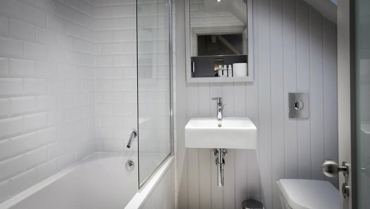Pristine bathroom at Lawrance Apartments - Citybase Apartments